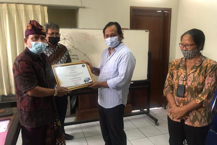 Penyerahan Sertifikat di Sektor Transportasi Oleh DISHUB Bali
