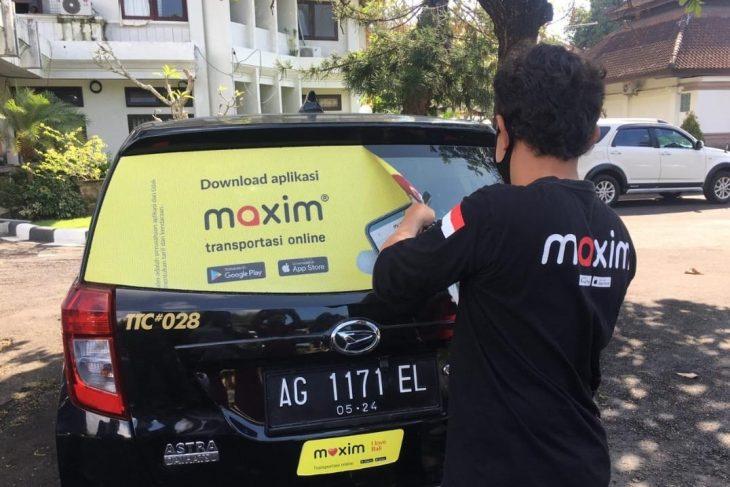 Pelepasan atau Pencabutan Stiker Maxim