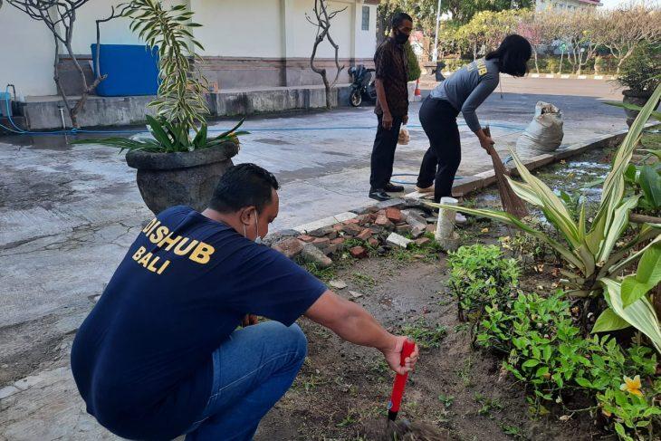 Gerakan Kebersihan di Dinas Perhubungan Provinsi Bali